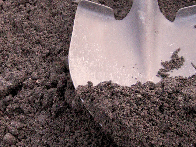 Screened top soil bulk delivery greenfingers garden for Bulk organic soil
